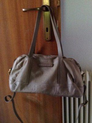 Lederhandtasche mit knallrotem Futter