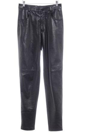 Pantalón de cuero negro look vintage