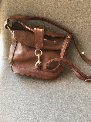 Lederimitat Tasche mit Karabinerdetail