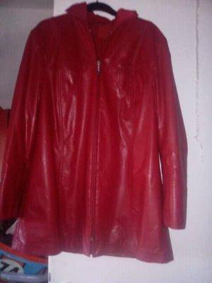 Manteau en cuir rouge