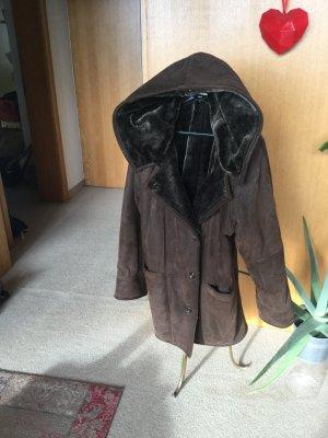 Abrigo marrón oscuro