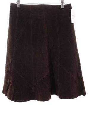 Falda de cuero marrón oscuro look casual