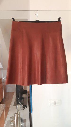 Lederrock in leicht ausgestellter Form von Zara Woman