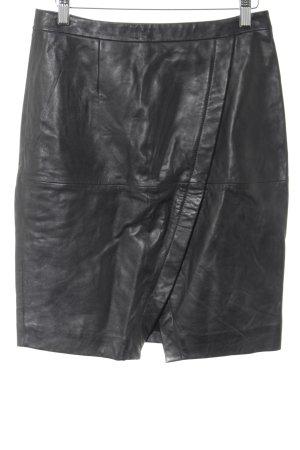 Falda de cuero negro estilo «business»