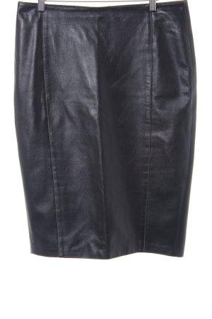 Falda de cuero negro elegante
