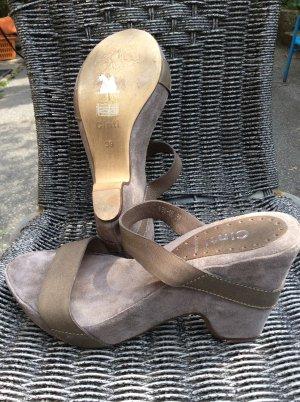 Cinti Sandalo alto con plateau grigio
