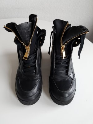 Elena Lachi Buskins black leather