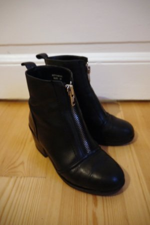 Akira Ankle Boots black leather