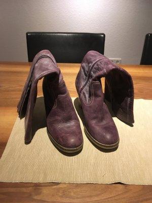 Lederstiefel in violette
