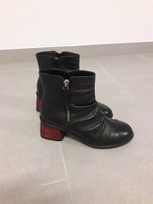 Booties black-carmine leather