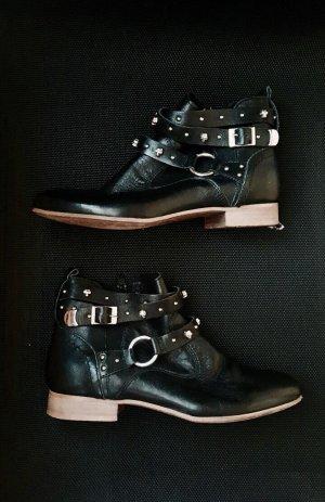 Lederstiefeletten schwarz Totenkopf Nieten