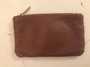 Bolso tipo pochette marrón-coñac