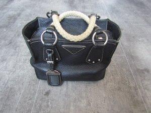 Ledertasche von Prada in schwarz, auch crossbody tragbar