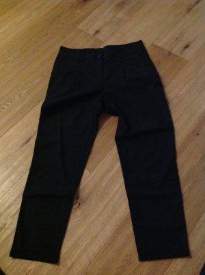 Leger schwarze knöchellange Hose
