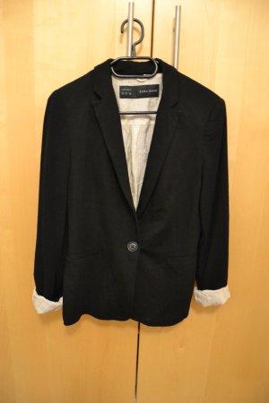 legerer schwarzer Blazer von Zara mit gepunktetem Futter