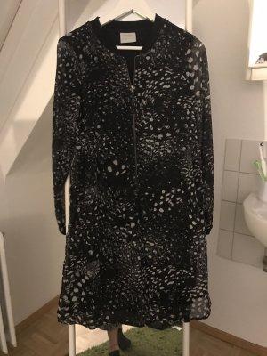 Legeres Kleid mit schwarz-weiß Muster