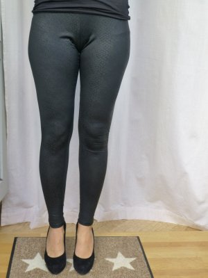 Leggings im Black-Reptil-Look von DIVIDED