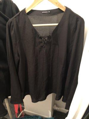 Leicht durchsichtige schwarze Bluse mit Schnürung