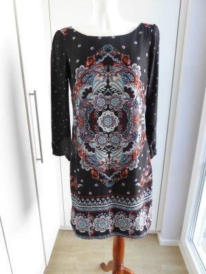 Leicht fließendes Kleid mit tollem Muster