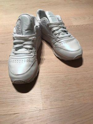 Leicht glänzende Reebok-Sneaker