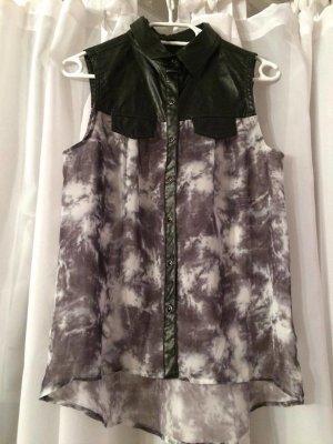 Leicht transparente Bluse mit Marmormuster und Lederapplikation