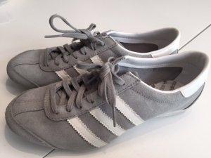 leichte Adidas Sneaker grau