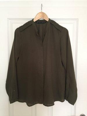 Leichte Bluse in khaki mit Goldknöpfen von Zara, Gr. L