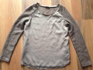 Leichte Bluse, Rücken und Arme leicht transparent und glitzernd