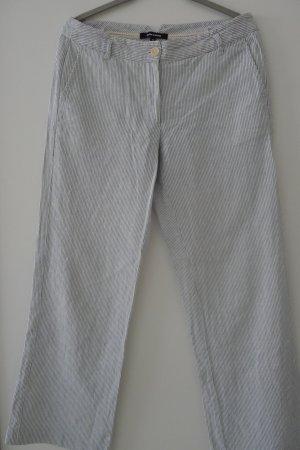 Leichte feingestreifte Baumwollhose mit weitem Bein