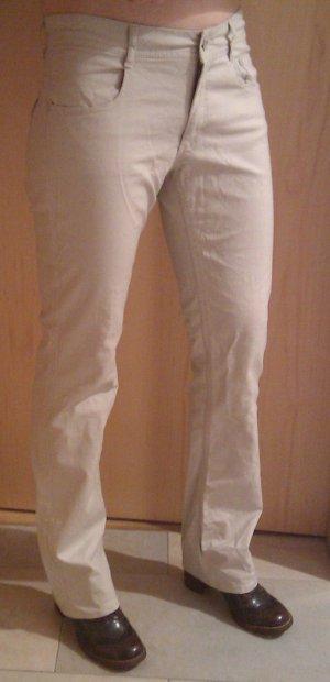 Leichte Hose aus Baumwolle mit hübscher Perlenstickerei