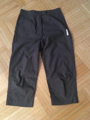 Leichte Hose bis zum Knie