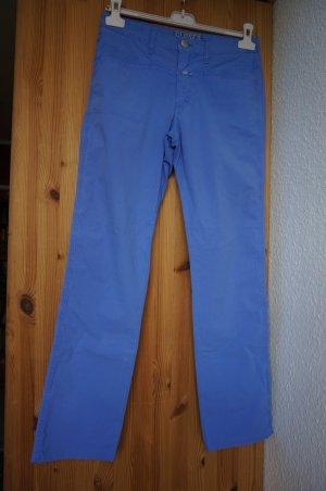 """Leichte Hose """"Pedal Stream"""" in blau-flieder."""