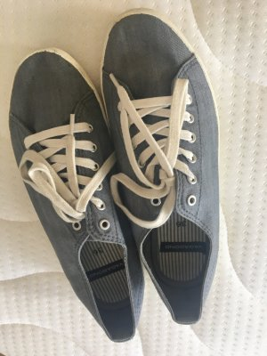 Leichte Jeans Sneakers
