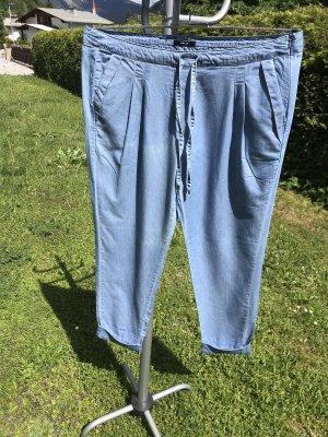Leichte Jeanshose