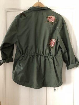 Leichte khakifarbene Jacke mit Blumenelementen