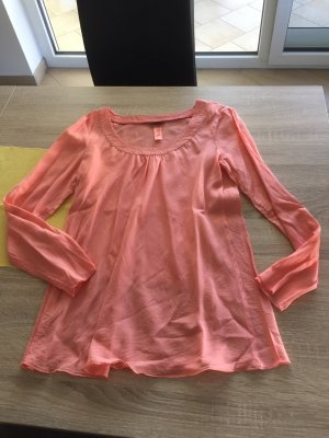 Leichte korallfarbene Bluse