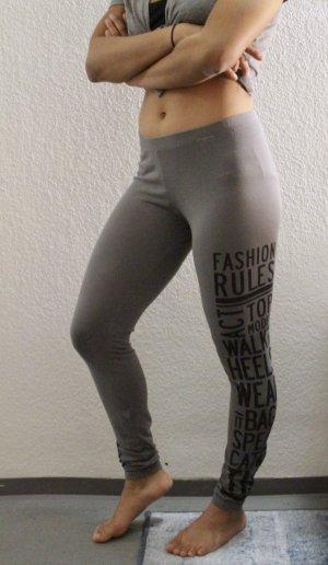leichte Leggings in grau mit schwarzer Aufschrift