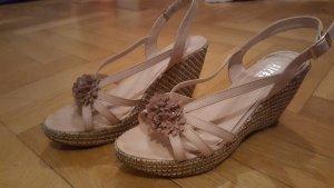 Leichte Sandalen für den Spätsommer