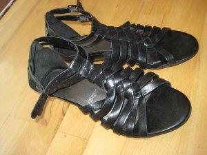 Leichte schwarze Ledersandale
