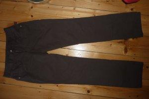 Leichte Sommerhose in dunklem Braun