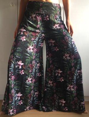 leichte Sommerhose mit tropisch floralem Print von CATWALK JUNKIE