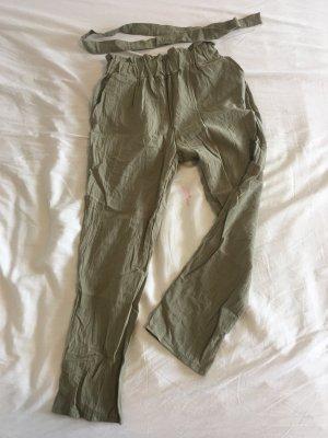Pantalón de color caqui gris verdoso-caqui