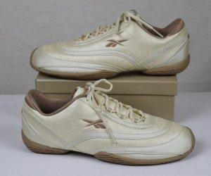 Leichte Turnschuhe Sport Sneaker Reebok Größe 35,5 UK 3 Beige Creme Schnürschuhe Kunstleder Laufschuhe