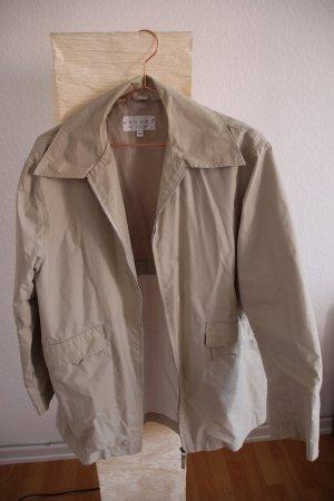 Leichte wasserabweisende Jacke in A-Form
