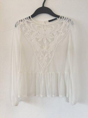 Leichte weiße Bluse mit Stick