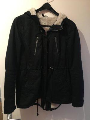 Leichte Winterjacke in schwarz