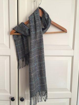 Leichter flauschiger Schal mit Hahnentrittmuster