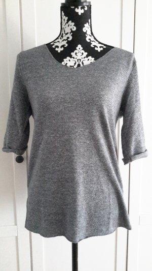 Leichter grauer Pullover