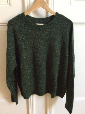 Leichter grüner Pullover mit goldenem Glitzereffekten