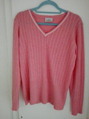 Leichter hübscher Pullover